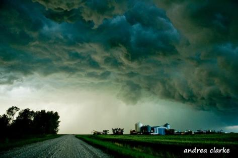 Beautiful SK storm by Andrea Clarke (https://twitter.com/2CPhotographySK)
